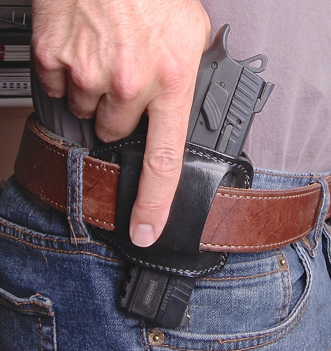 What I Love & Hate About the Galco Jak Slide Holster