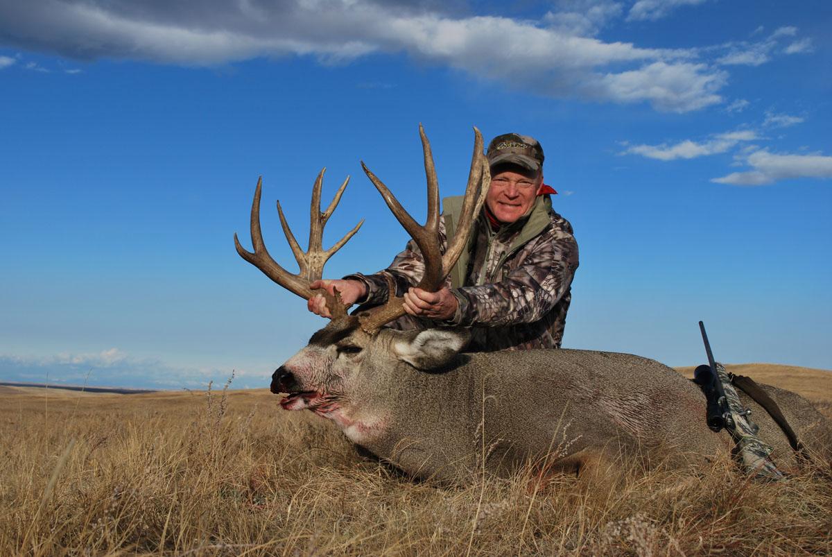 Looking for Big Mule Deer - GunsAmerica Digest